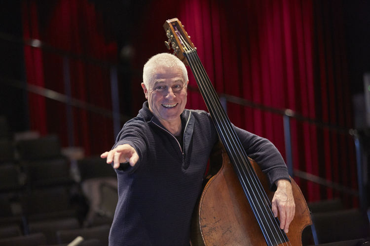 "Barry Guy diriguoja ""The Blue Shroud"""