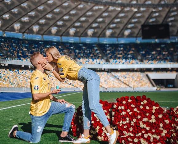 O.Zintjenko pasipiršo mylimajai Kijevo stadione.