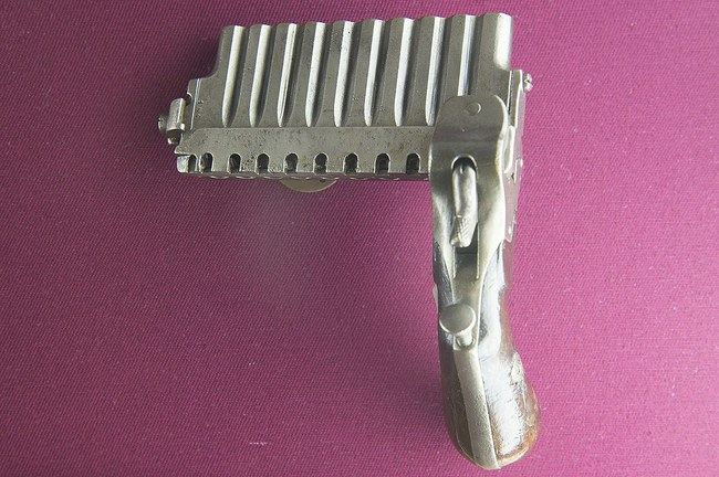 Vienas pistoletas - 10 vamzdžių ©Dosseman (CC BY-SA 4.0) | commons.wikimedia.org