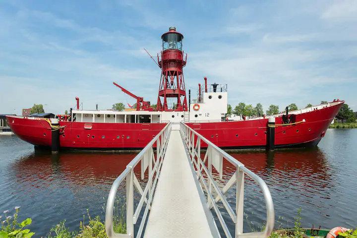Amsterdame galite apsistoti prabangiai įrengtame laive