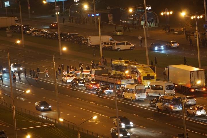 Baltarusijoje protestuotojai blokuoja kelius
