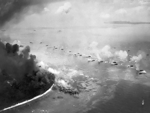 Pirmoji JAV karių banga puolant Peleliu salą
