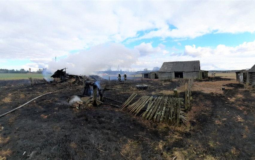Asociatyvi iliustracija: padegtos pievos kartais sudegina ir gyventojų būstus.