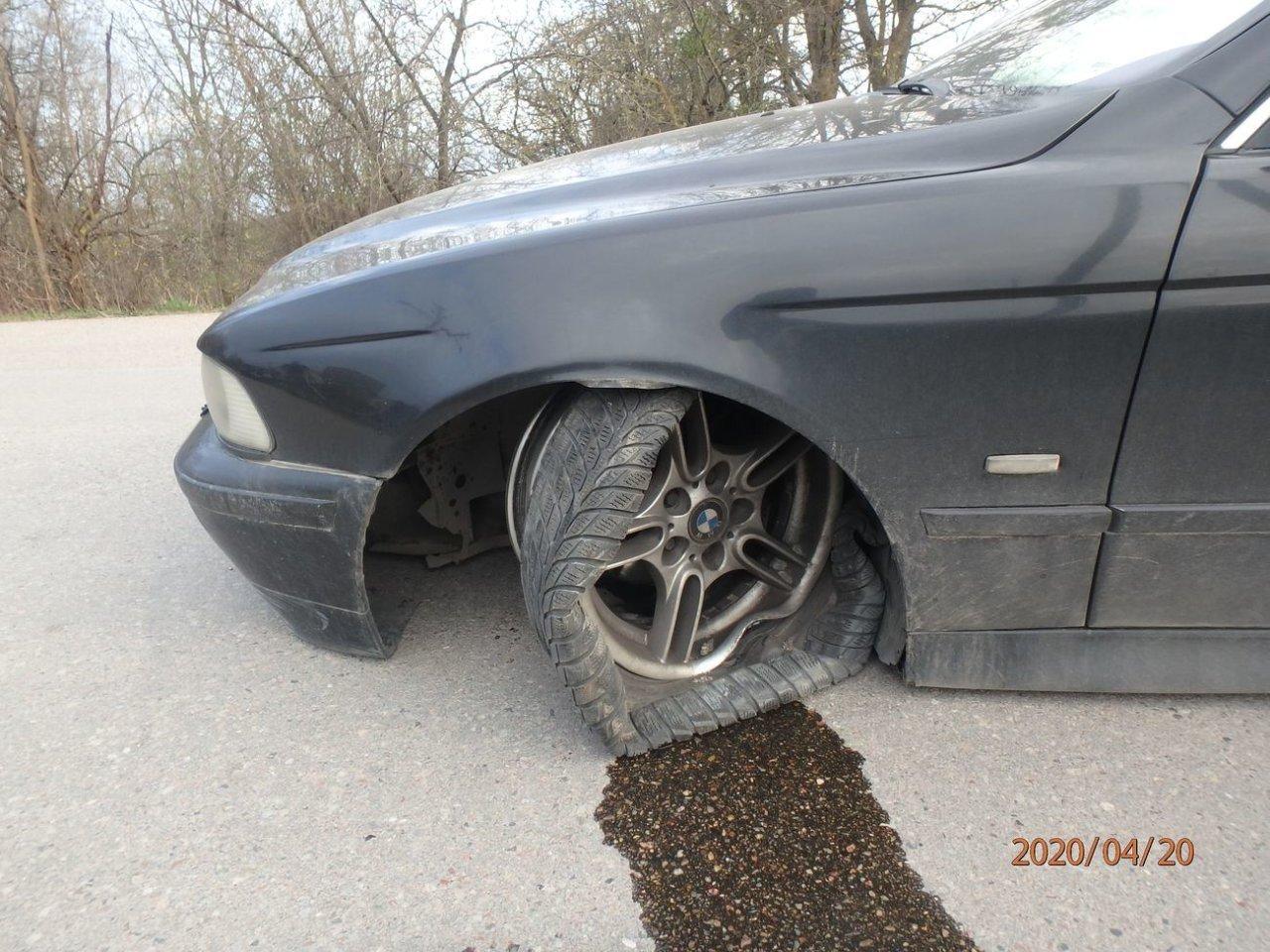 Plungėje neblaivus BMW vairuotojas nepakluso pareigūnams: gaudynės baigėsi avarija