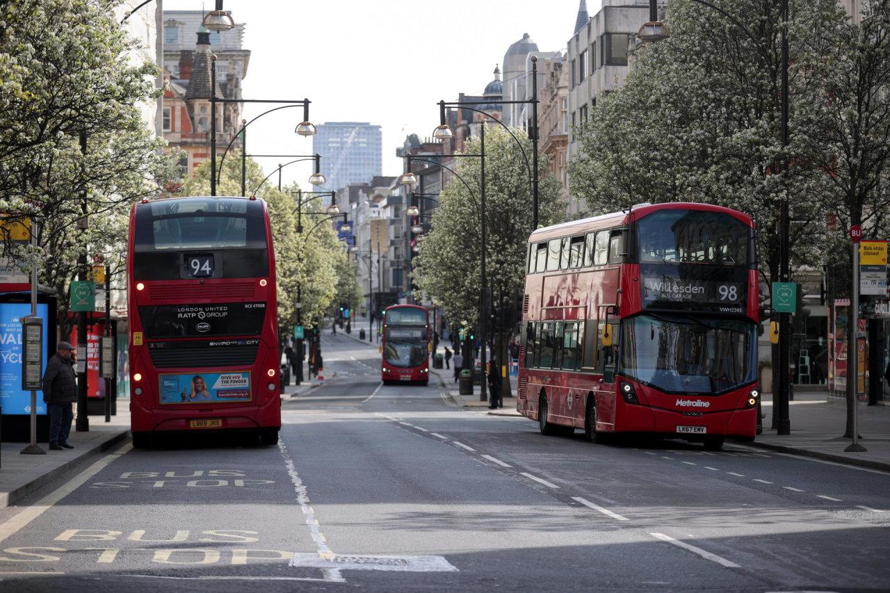 Anglijoje švelninami kai kurie dėl pandemijos įvesti apribojimai