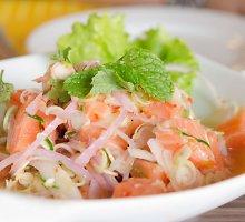 Gaivios salotos su lašiša