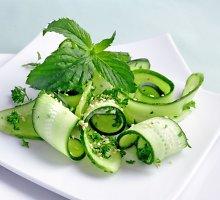 Elegantiškos agurkų salotos