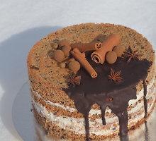 Tortas su ruginės duonos biskvitu ir cinamonu