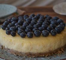 Begliutenis sūrio pyragas su mėlynėmis