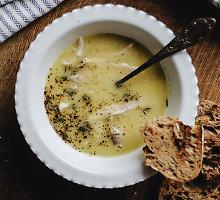 Česnakų sriuba su vištiena