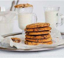 Sausainiai su šokolado gabalėliais ir karamelizuota šonine
