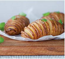 "Švediškos bulvės (""Hasselback Potatoes"")"