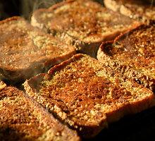 Orkaitėje kepti cinamoniniai skrebučiai pusryčiams