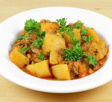 Bulvių, pomidorų ir brokolių troškinys