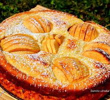 Varškinis obuolių pyragas