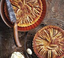Trisluoksnis močiutės obuolių pyragas