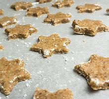 Traškūs sausainiai su kvapniais žiemiškais prieskoniais