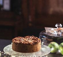 Obuolių pyragas su speltų miltais