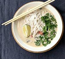 """Tailandietiška vištienos sriuba su kokosų pienu """"Tom kha gai"""""""