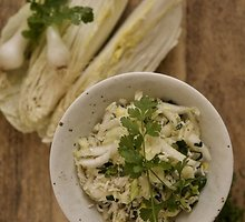 Šiltos kininio kopūsto salotos su ryžiais