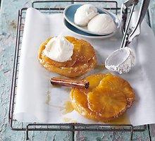 Sluoksniuotos tešlos pyragėliai su ananasais
