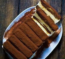 Sluoksniuotas tiramisu ledų tortas