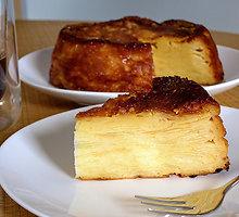 Sluoksniuotas obuolių pyragas