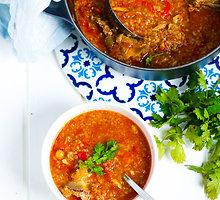Soti ir šildanti charčio sriuba
