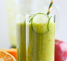 Obuolių ir agurkų kokteilis