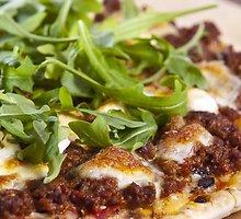 Pica su jautiena ir džiovintais pomidorais