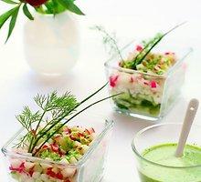 Žiedinių kopūstų salotos su ridikėliais