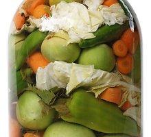 Kopūstų, saldžiųjų paprikų, morkų ir svogūnų mišrainė