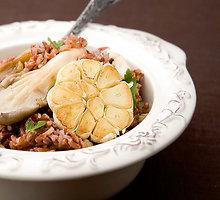 Rausvieji ryžiai su kreivabūdėmis ir pievagrybiais