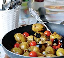 Vegetariškas bulvių, pomidorų ir alyvuogių troškinys