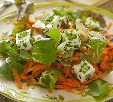Morkų ir varškės sūrio salotos