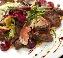 Karštos jautienos salotos su aitriąja paprika