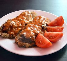 Baklažanų apkepėlė su mėsa ir persikų padažu