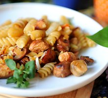 Makaronai su vištiena ir daržovėmis