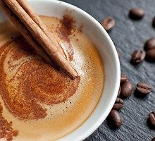 Šokoladinė kava su kardamonu
