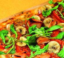Jogurtinė pica su bananais