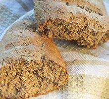 Ruginė duona su kalendromis