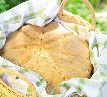 Sūrio duona su  laiškiniais  česnakais