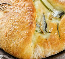 Naminė  duonelė  su ančiuviais