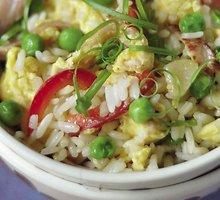 Kiniški kepti   ryžiai su kiaušiniais