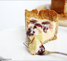 Sutirštinto pieno pyragas su vyšniomis