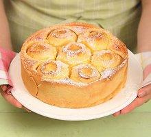Obuolių pyragas su vaniliniu įdaru
