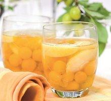Kaukazinių slyvaičių ir obuolių kompotas