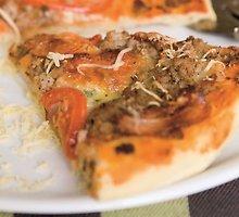 Pica su faršu ir traškia šonine