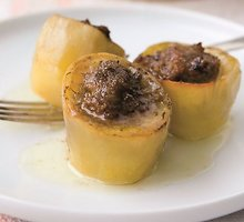 Orkaitėje keptos bulvės, įdarytos veršiena