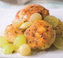 Vištienos kepsneliai su vynuogių padažu
